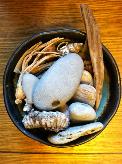 Bowl-with-stones-vert